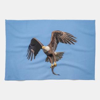 Kaal Eagle met een vis Theedoek