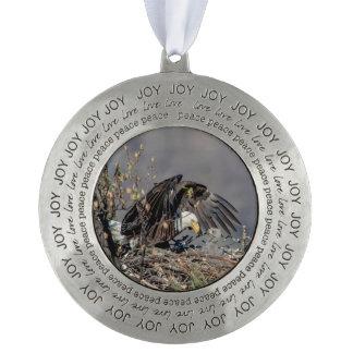 Kaal Eagle met haar baby Tin Rond Ornament