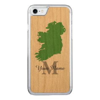 kaart van Ierland met monogram Carved iPhone 7 Hoesje