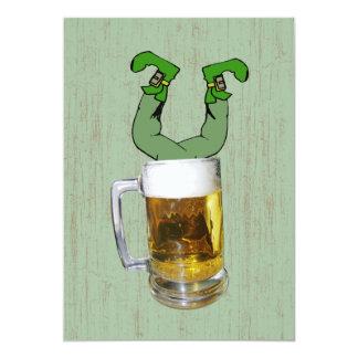 Kabouter in de Partij van het Bier 12,7x17,8 Uitnodiging Kaart