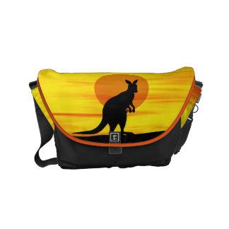 Kangoeroe in binnenlandZonsondergang Messenger Bag