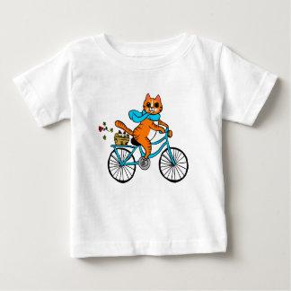 Kat die een fiets berijden baby t shirts
