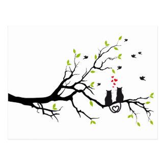 Katten in liefde met rode harten op de lenteboom briefkaart