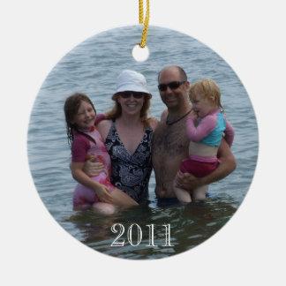 Kerstmis 2011 Families bij het strand Rond Keramisch Ornament