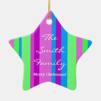 Kerstmis van de familie in groen en paars keramisch ster ornament
