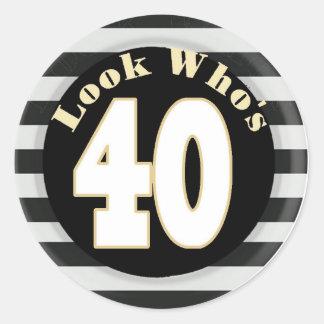 Kijk Who is 40 Stickers van de Verjaardag