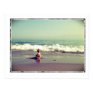 Kind op het Briefkaart van het Strand