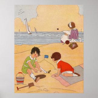 Kinderen die bij het Poster van het Strand spelen