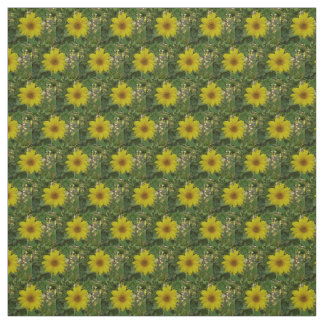 kleine gele zonnebloemen in tuin