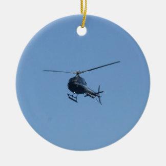 Kleine zwarte helikopter rond keramisch ornament