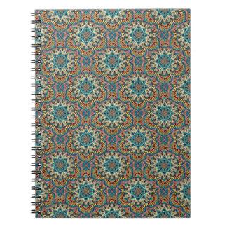 Kleurrijk abstract etnisch bloemenmandalapatroon notitieboek