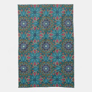 Kleurrijk abstract etnisch bloemenmandalapatroon theedoek
