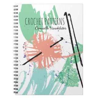 Kleurrijke abstracte haaknaaldenbal van garen notitieboek