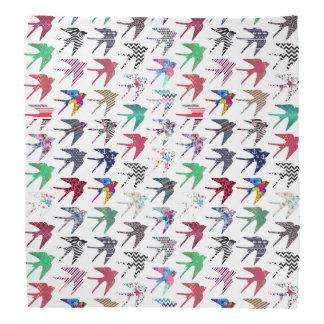 Kleurrijke capricieus slikt vogelspatroon bandana
