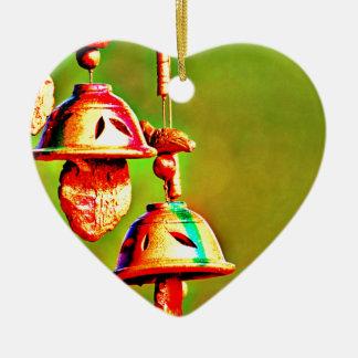 Kleurrijke Houten Klokkengelui Keramisch Hart Ornament