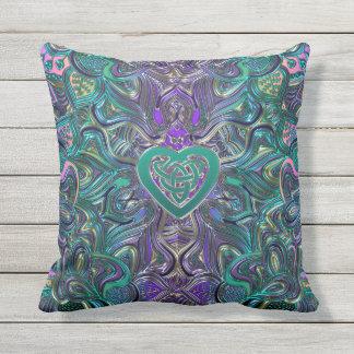 Kleurrijke Mandala met Keltisch Hart Buitenkussen