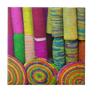 Kleurrijke Manden bij Markt Tegeltje