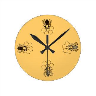 Klok - de Bij van de Honing op kam