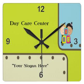 Klok van de Muur van ABC van de kinderverzorging