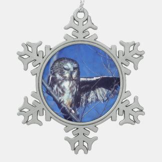 Knipogende uil tin sneeuwvlok ornament