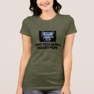 Knoei niet met een Mamma van het Hockey! T Shirt