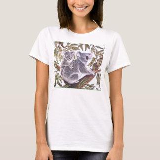 Koala en baby in de Boom van de Eucalyptus T Shirt