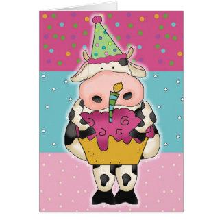 Koe met de Kaart van de Verjaardag Cupcake