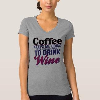 Koffie tot het Aanvaardbaar is om Wijn te drink T Shirt