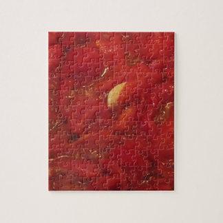 Kokende eigengemaakte tomatensaus legpuzzel