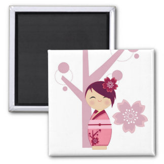 Kokeshi Sakura en de Magneet van de Boom van de Ke