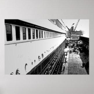Kolossaal RMS:  De passagiers schepen in Poster
