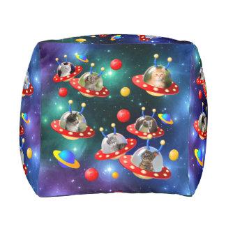 Kosmische Katjes in de Vreemde Scène van het Sci Vierkant Zitkussen