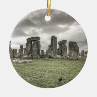 Kraai voor Stonehenge, Engeland Rond Keramisch Ornament