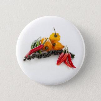 Kruidige Peper op Witte Speld Ronde Button 5,7 Cm