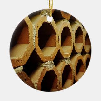 Kunst van Dagelijkse Gangen Rond Keramisch Ornament