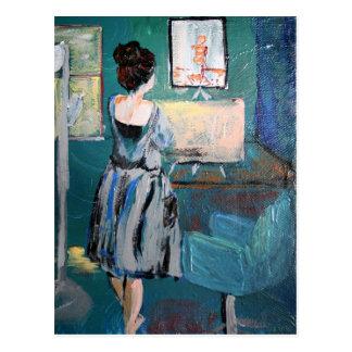 Kunstenaar bij haar bureau briefkaart
