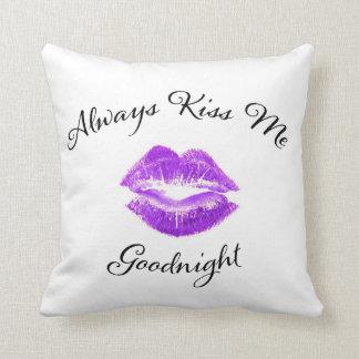 Kus me altijd Goodnight - Paarse Lippen Sierkussen