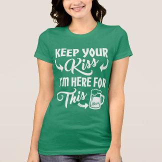 Kus me niet ik ben hier Grappig voor het Ierse T Shirt