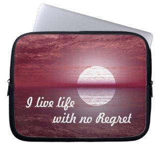 Laptop Sleeve - Geen Motivatie Citaat van de Spijt