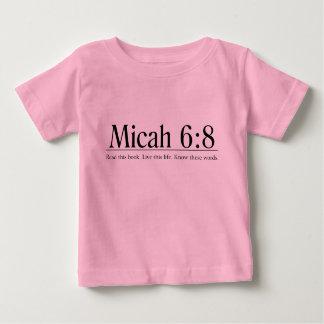 Lees het 6:8 van Micah van de Bijbel Baby T Shirts