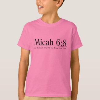 Lees het 6:8 van Micah van de Bijbel T Shirt