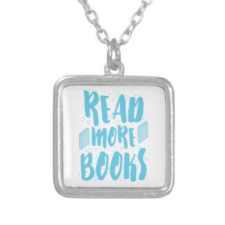 lees meer boeken in blauw ketting vierkant hangertje