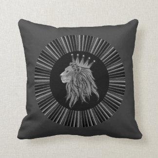 Leeuw - de Koning van het Oerwoud Sierkussen