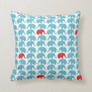 Leuk olifantspatroon met rood accent sierkussen