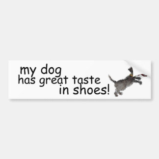"""Leuk Weinig Zwarte Hond met Rode Schoen "" Bumpersticker"