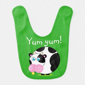 Leuke cartoon zwart-witte koe die een bloem eet, baby slabbetje