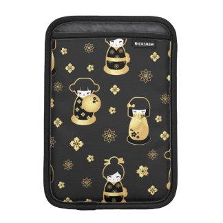 Leuke elegante zwarte gouden Japanse poppen en