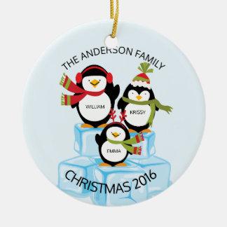 Leuke Gepersonaliseerde Familie van Kerstmis van 3 Rond Keramisch Ornament
