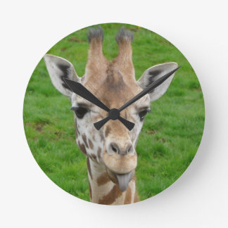 Leuke Giraf die uit Tong plakken Ronde Klok