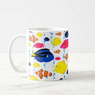 Leuke Kleurrijke Tropische Vissen en Bellen Koffiemok